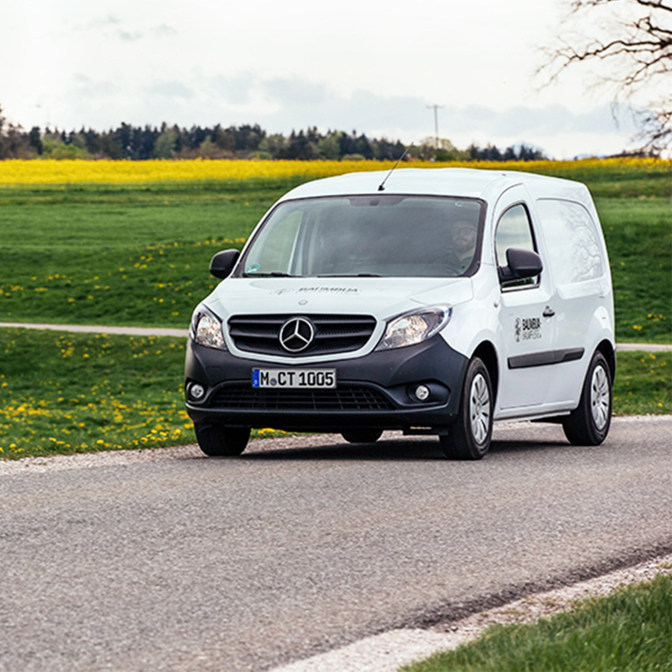 A white Citan driving along an out-of-town road