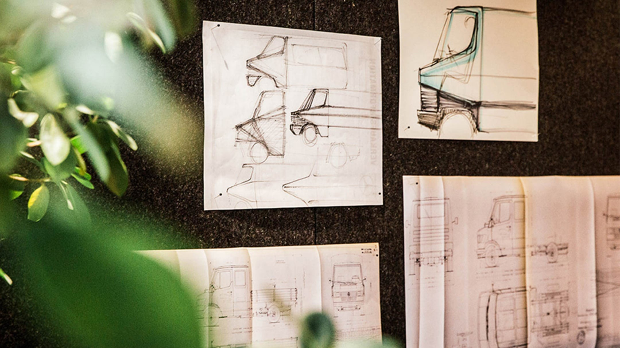 Drawings and plans of the Mercedes-Benz T1 on a pin-board