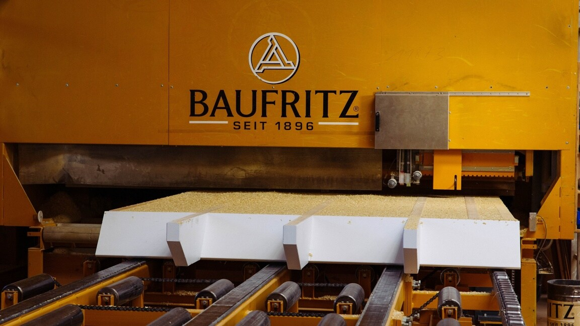 The Baufritz logo on a large machine