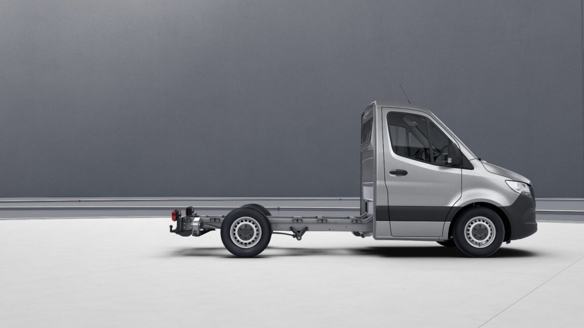 Sprinter Chassis Cab, wheelbase 3259 mm, 40.6 cm (16-inch) steel wheels, iridium silver
