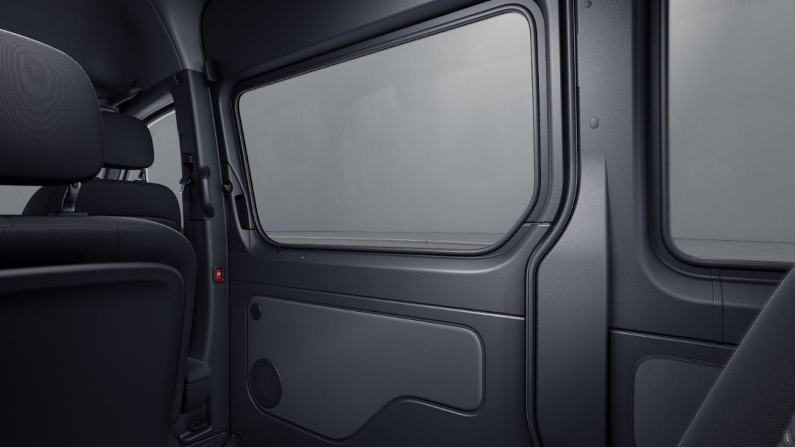Sprinter Tourer, full panelling of right-hand load compartment sliding door